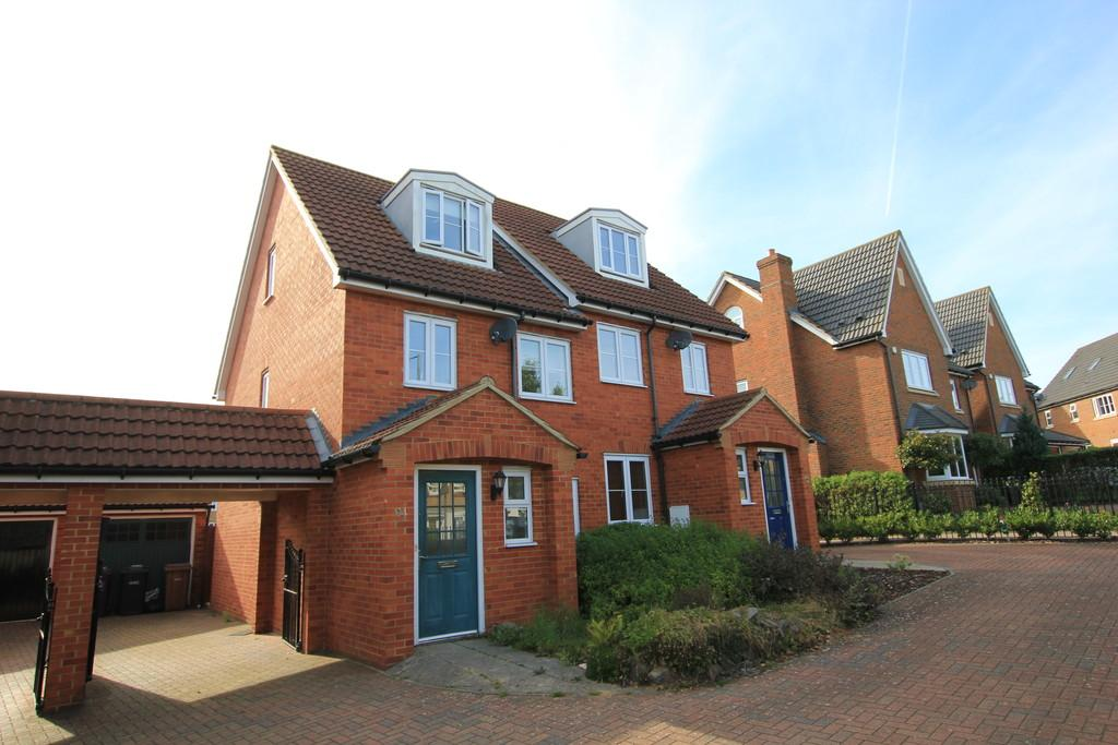 3 Bedrooms Town House for sale in Great Ashby Way, Stevenage