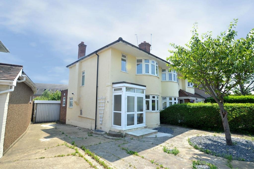 3 Bedrooms Semi Detached House for sale in Highfield Road, Collier Row