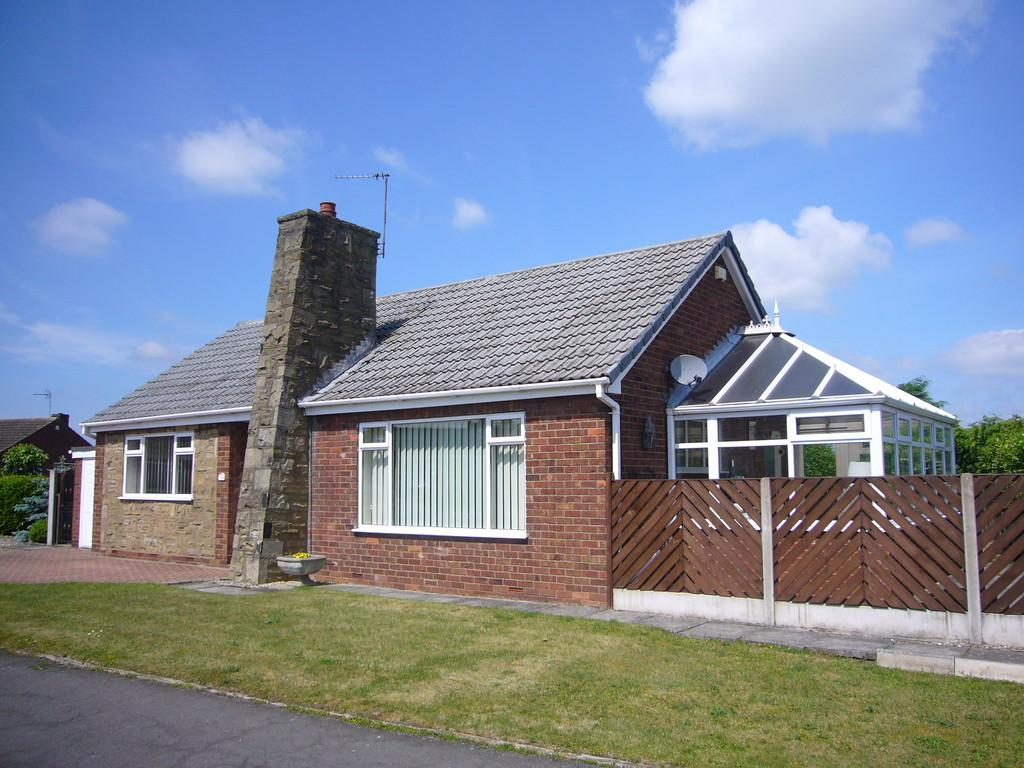 2 Bedrooms Detached Bungalow for sale in Greenacres Crescent, Brayton, Selby