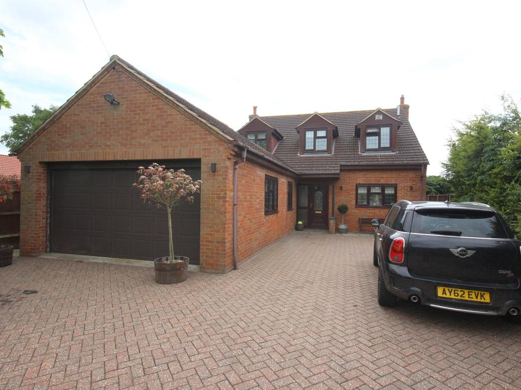 4 Bedrooms Detached House for sale in High Street, Greenfield, Bedford, MK45