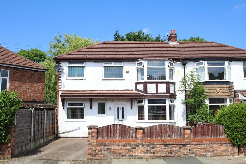 3 Bedrooms Semi Detached House for sale in Roslyn Avenue, Flixton, Manchester, M41
