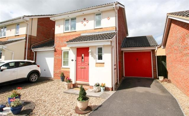 3 Bedrooms Detached House for sale in Oak Tree Way, Cannington, Bridgwater