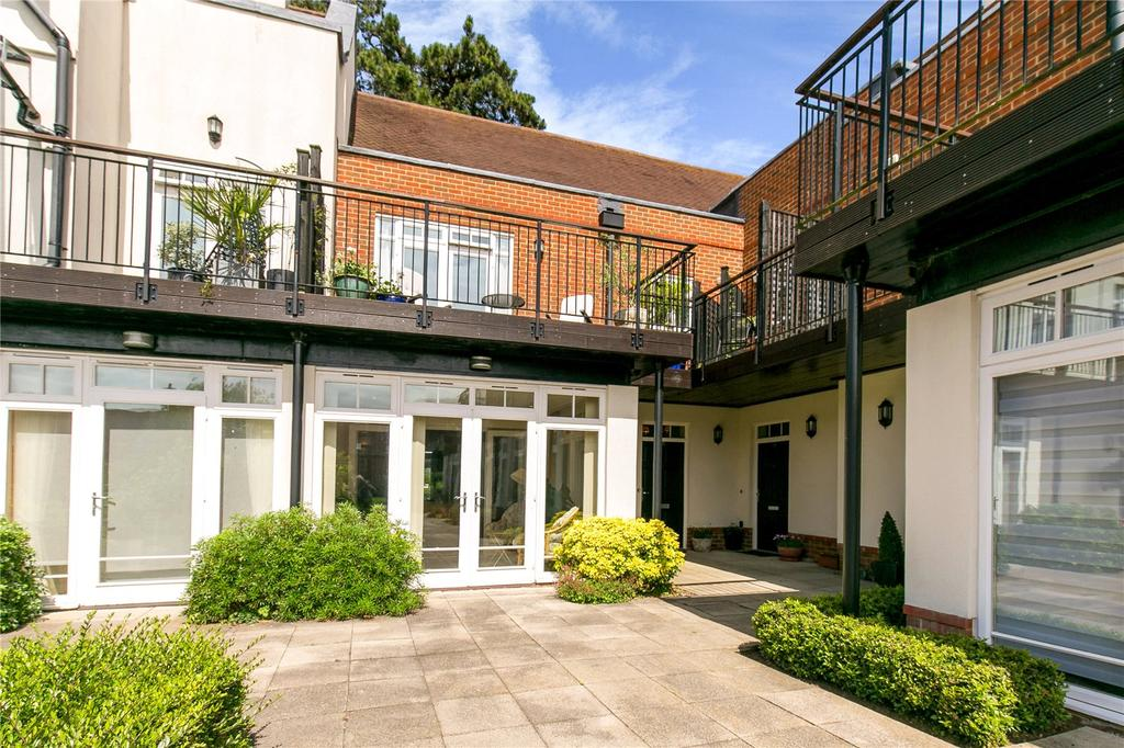 3 Bedrooms Mews House for sale in Douces Manor, St. Leonards Street, West Malling, Kent, ME19