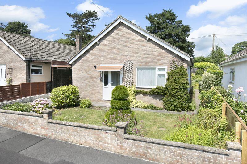 3 Bedrooms Detached Bungalow for sale in Furlong Gardens, Trowbridge