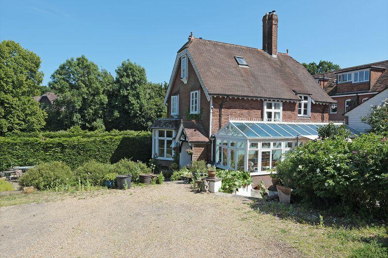 6 Bedrooms Detached House for sale in Spring Lane, Burwash, East Sussex