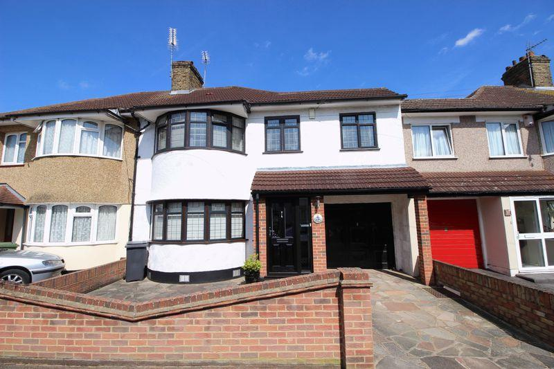 4 Bedrooms Semi Detached House for sale in Selsey Crescent, Welling, DA16 1EP