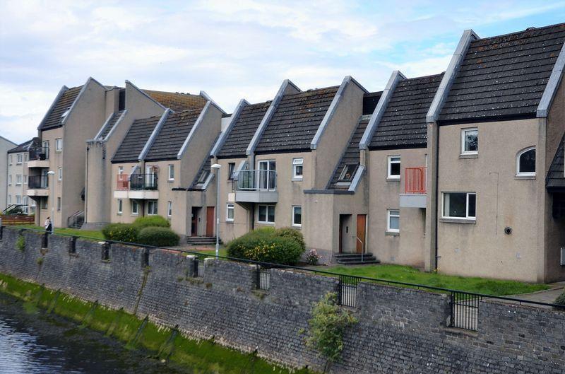 1 Bedroom Flat for sale in 122 Strathayr Place, Ayr KA8 0AY