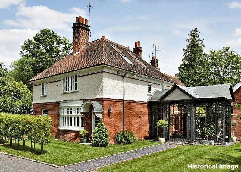 4 Bedrooms Detached House for sale in Elmbridge Road, Cranleigh