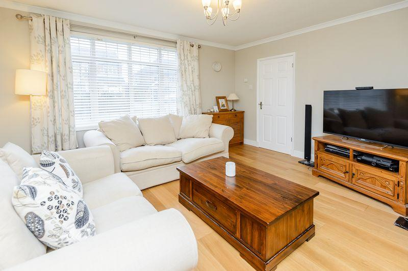 3 Bedrooms Detached House for sale in Broom Hill, Stoke Poges