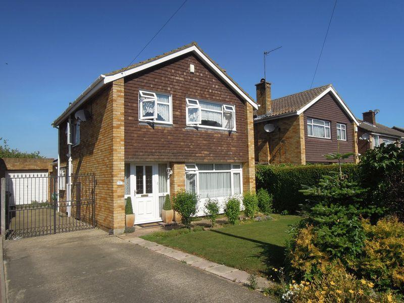 3 Bedrooms Detached House for sale in Radcot Avenue, Langley.
