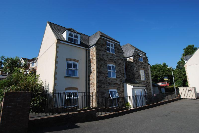 2 Bedrooms Apartment Flat for sale in Rogers Drive, Saltash