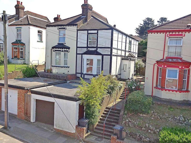 3 Bedrooms Semi Detached House for sale in Harcourt Street, Luton