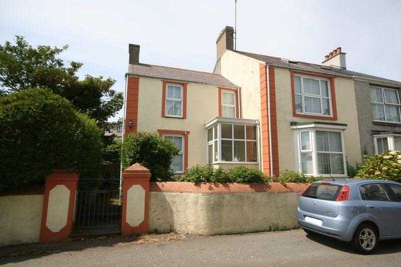 3 Bedrooms Semi Detached House for sale in Plashyfryd Terrace, Holyhead, Anglesey