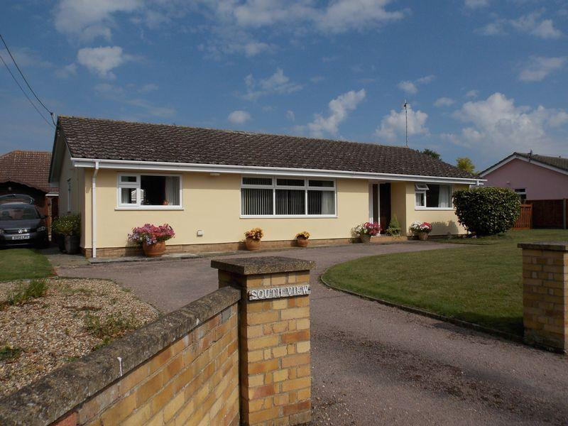 3 Bedrooms Detached Bungalow for sale in Old Norton Road, Thurston