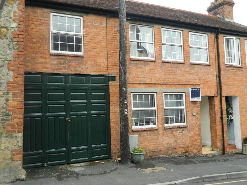 3 Bedrooms Terraced House for sale in Silver Street, Ilminster