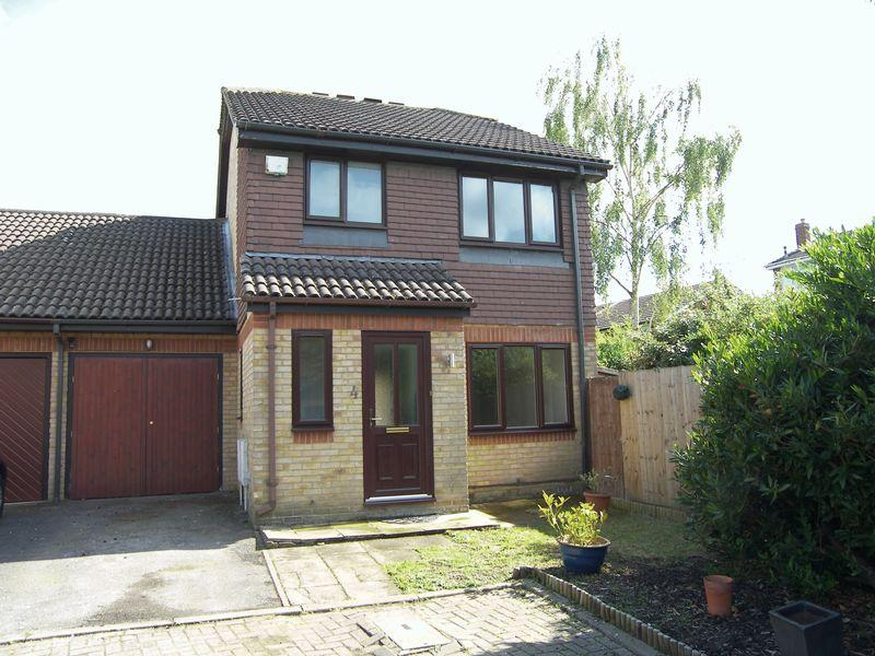 4 Bedrooms Detached House for sale in Osprey Close, Leatherhead