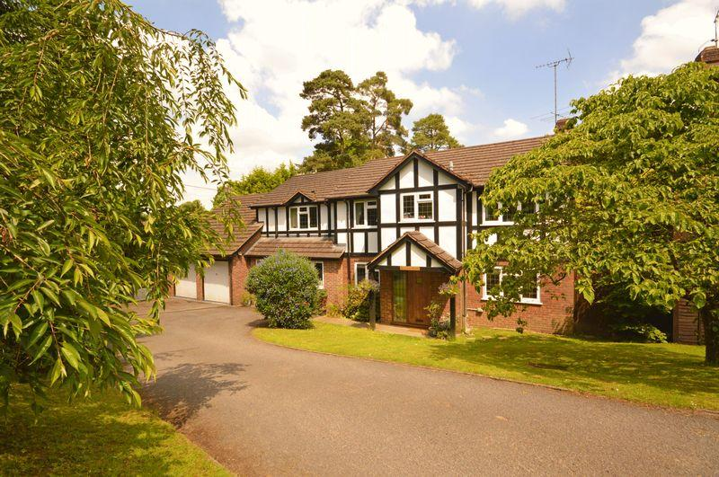 5 Bedrooms Detached House for sale in West View Road, Headley Down