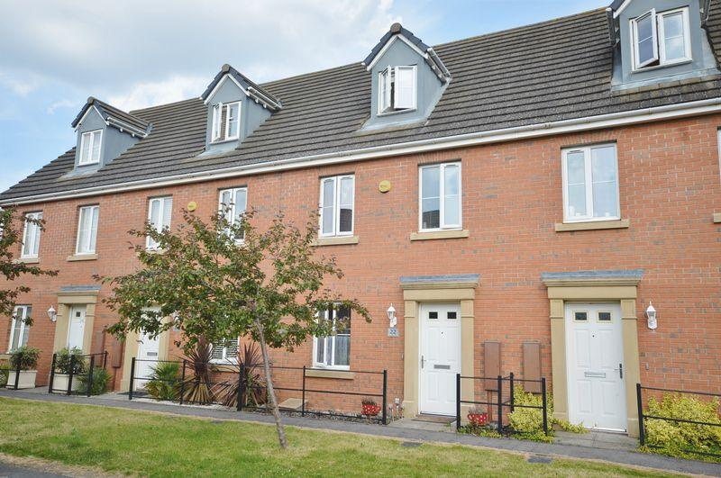 3 Bedrooms Town House for sale in Lapwing Close, Oakley Vale, Corby