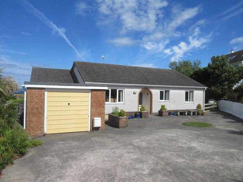 3 Bedrooms Detached Bungalow for sale in Glan Y Don Parc, Amlwch