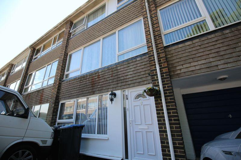 4 Bedrooms Terraced House for sale in Queens Crescent, Burgess Hill