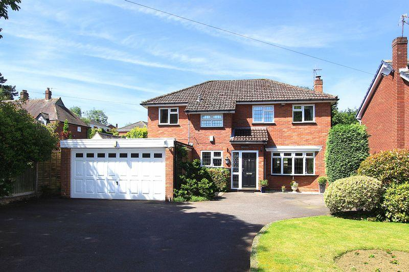 4 Bedrooms Detached House for sale in WOMBOURNE, Greenhill