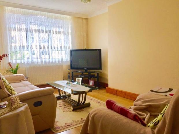 2 Bedrooms Flat for sale in Green Lanes, Haringey, N4
