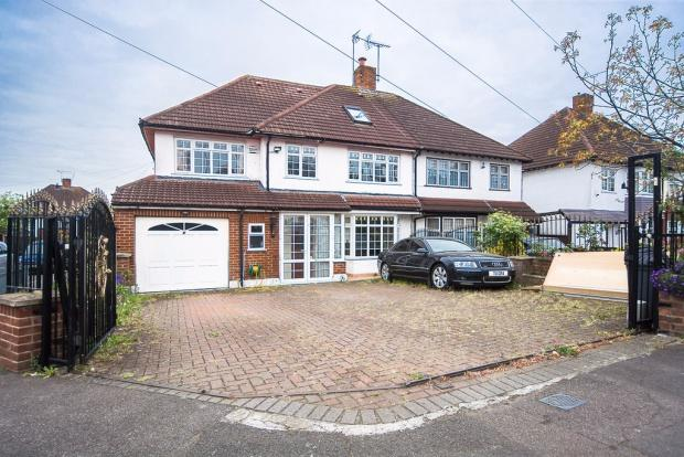 6 Bedrooms End Of Terrace House for sale in Hillside Avenue , Woodford Green, IG8