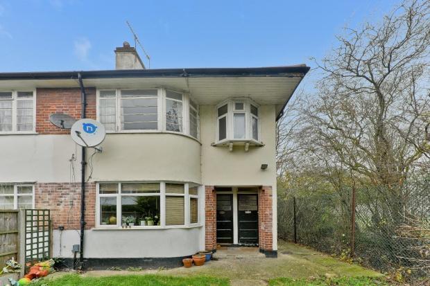 3 Bedrooms Maisonette Flat for sale in Kingsley Gardens, Kingsley Gardens, E4