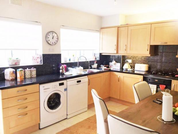 3 Bedrooms Semi Detached House for sale in Addison Road, Enfield, EN3