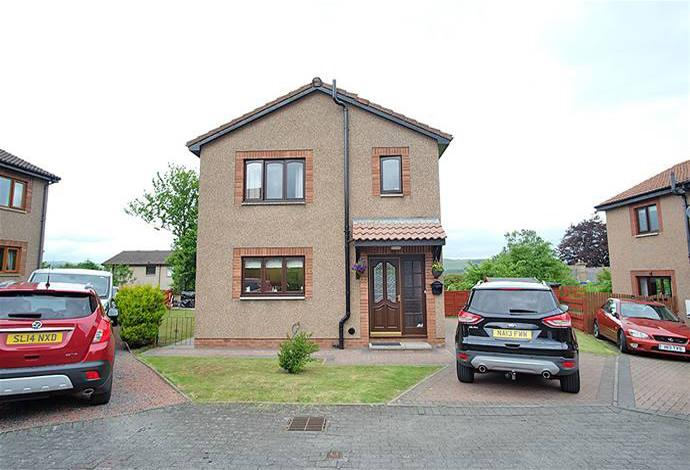 3 Bedrooms Detached House for sale in 7 Heathpark Place, Selkirk, TD7 4DN