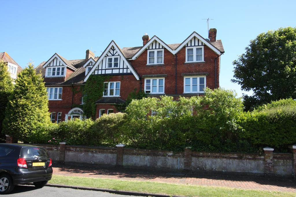 4 Bedrooms Apartment Flat for sale in 7 St John's Road, Eastbourne BN20