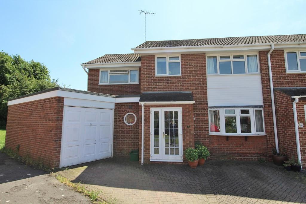 4 Bedrooms Semi Detached House for sale in Mayne Crest, Chelmsford, Essex, CM1