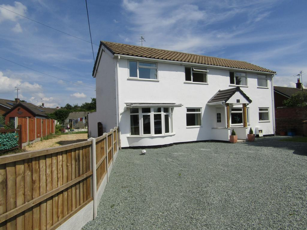 4 Bedrooms Detached House for sale in St. Martins, Oswestry SY11
