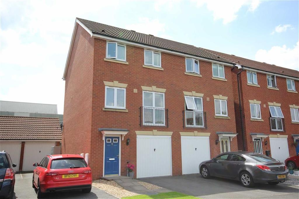 3 Bedrooms Semi Detached House for sale in Davey Road, Saxon Park, Tewkesbury, Gloucestershire