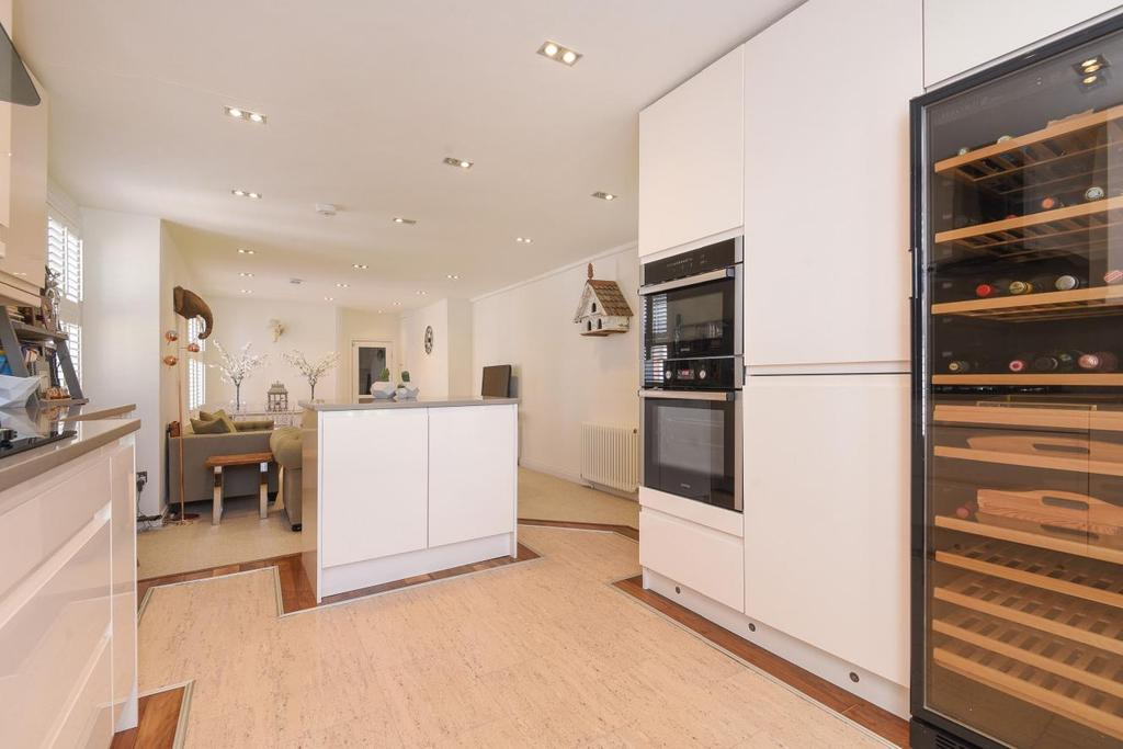 3 Bedrooms Flat for sale in Criffel Avenue, Balham