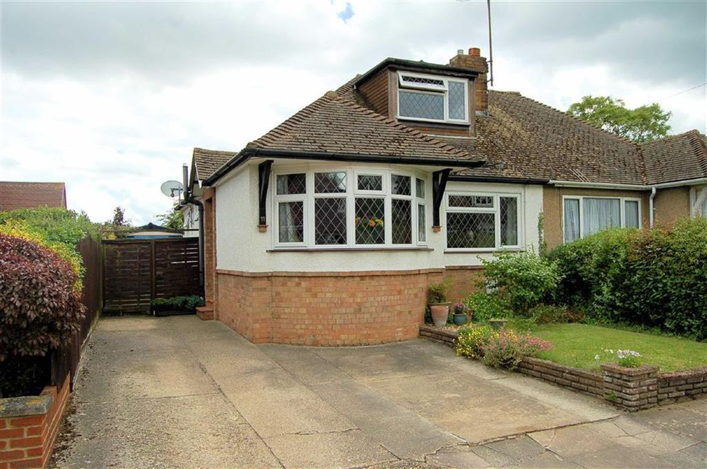 3 Bedrooms Semi Detached Bungalow for sale in Traherne Close, Hitchin, Hertfordshire