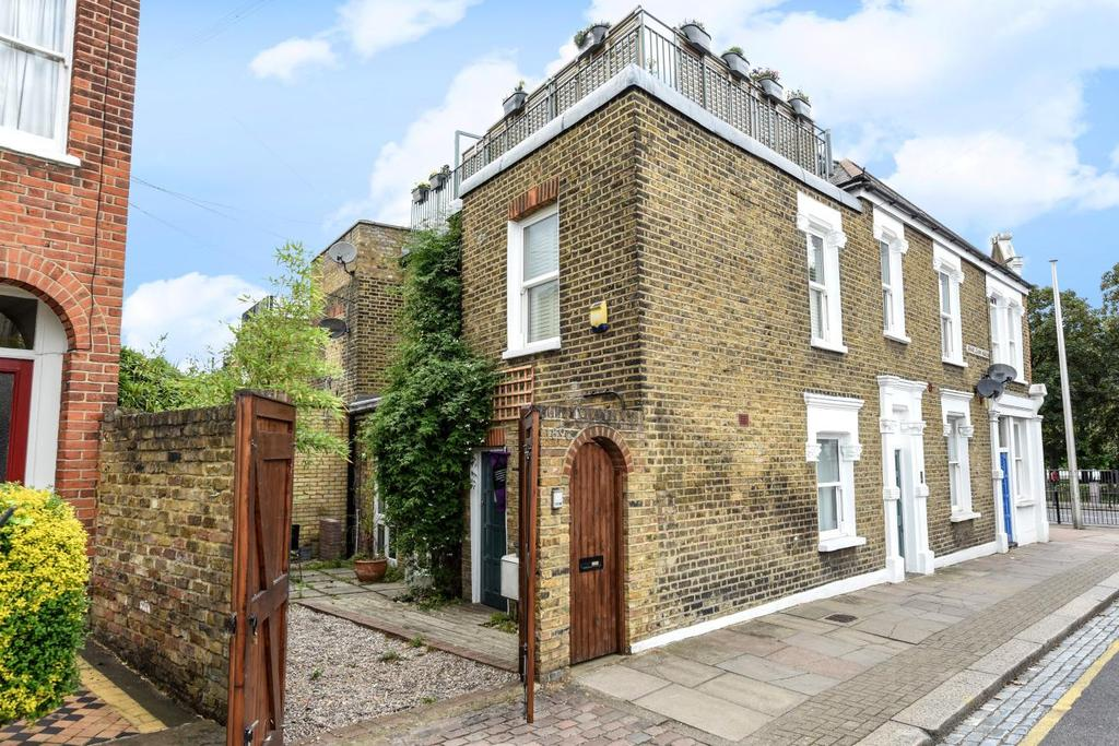 1 Bedroom Flat for sale in Putney Bridge Road, Putney, SW15