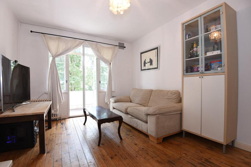 2 Bedrooms Flat for sale in Wyke Road, Raynes Park, SW20