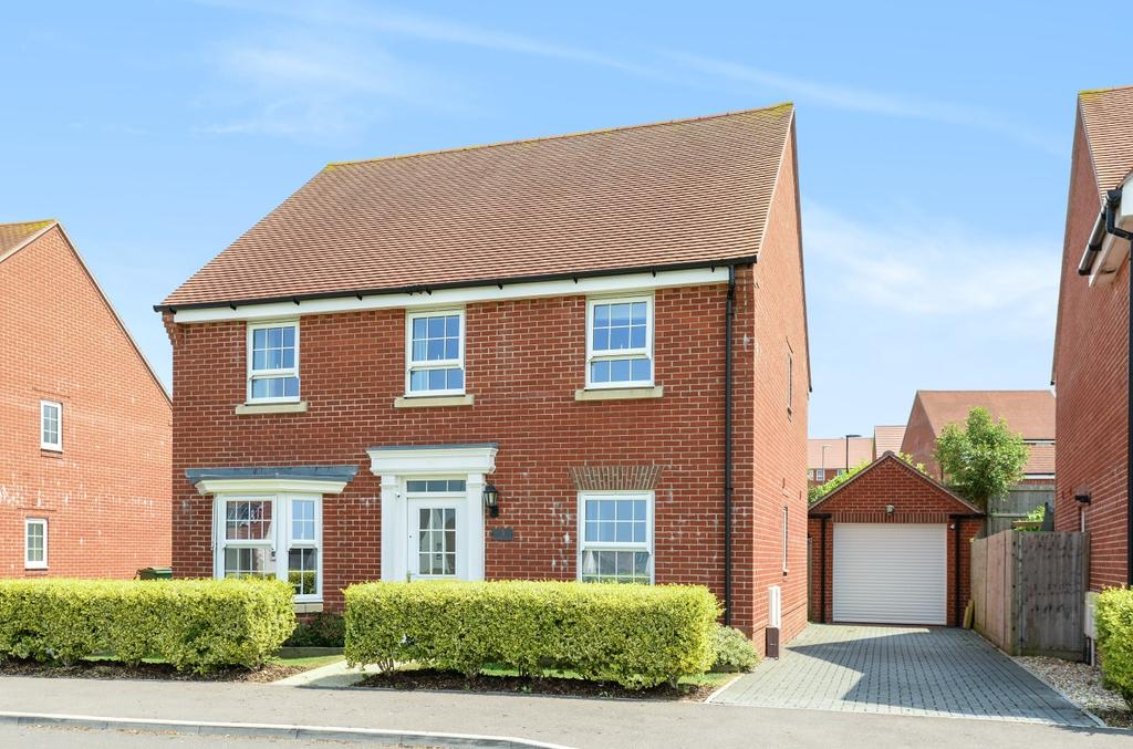 4 Bedrooms Detached House for sale in Beckless Avenue, Clanfield, PO8