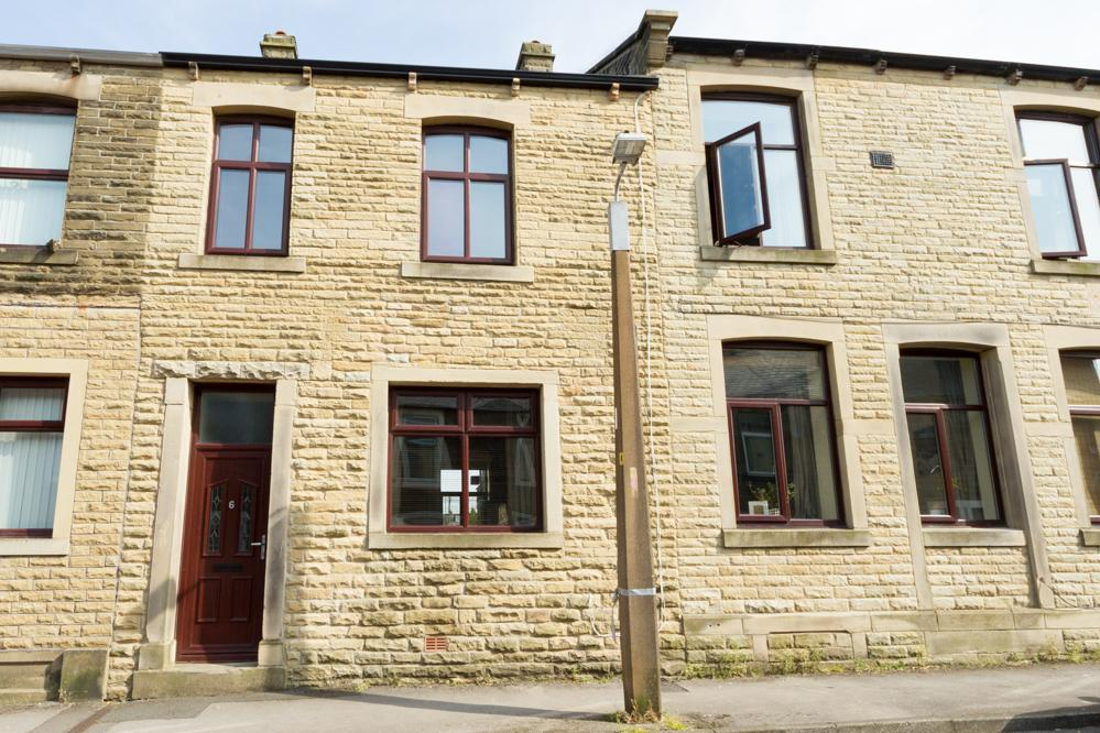 3 Bedrooms Terraced House for sale in 6 Co-operative Street, Barnoldswick BB18 6AL
