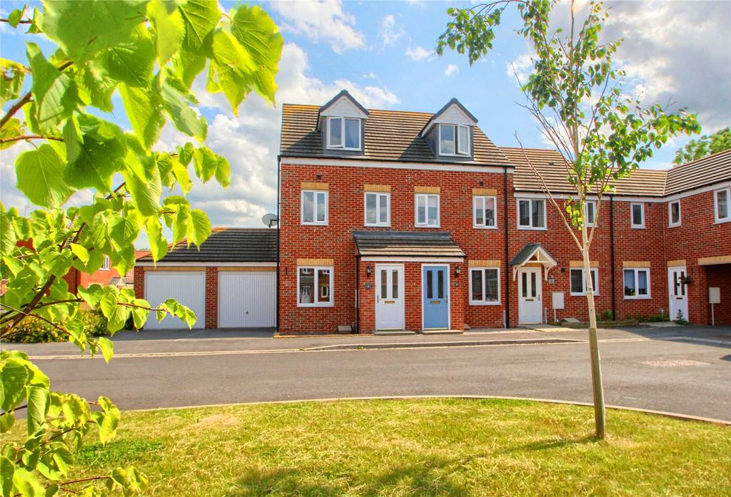 3 Bedrooms Terraced House for sale in Pipistrelle Court, The Elms