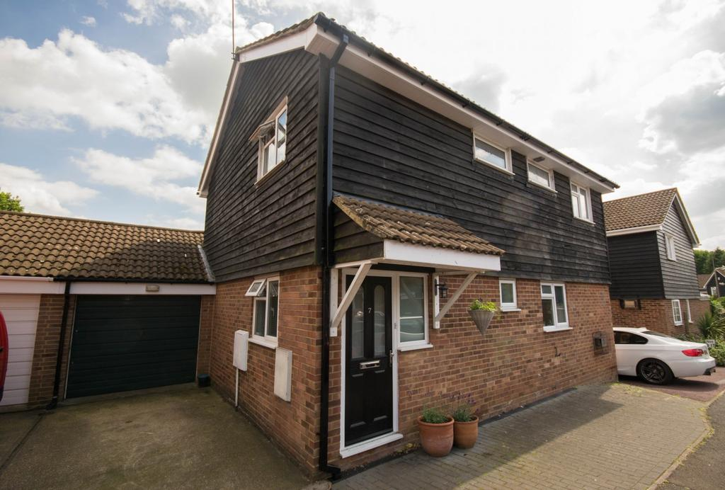 4 Bedrooms Detached House for sale in Rowhedge, Brentwood, Essex, CM13
