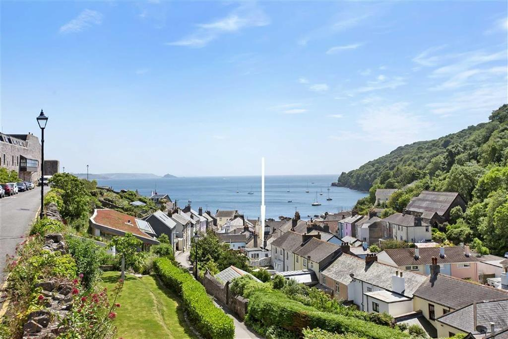 3 Bedrooms Terraced House for sale in Armada Road, Cawsand, Cornwall, Torpoint, Cornwall, PL10