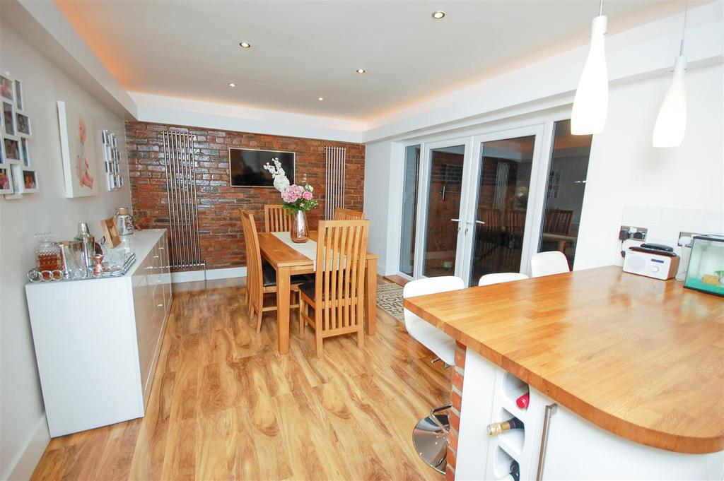 3 Bedrooms Semi Detached House for sale in Killingworth Drive, High Barnes, Sunderland