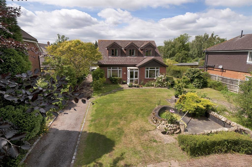 5 Bedrooms Detached House for sale in Carpenters Lane, Hadlow