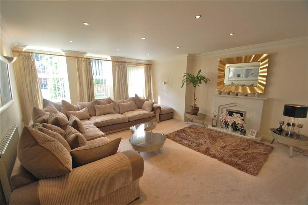 2 Bedrooms Flat for sale in Parklands, Bramhall, Cheshire