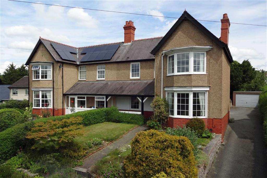 3 Bedrooms Semi Detached House for sale in Wern Fechan, Ruthin
