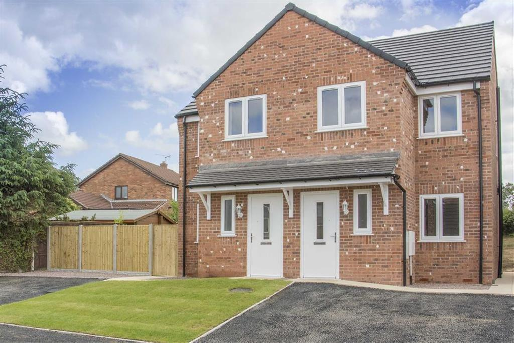 3 Bedrooms Semi Detached House for sale in Fairoaks Drive, Connah's Quay, Deeside, Flintshire