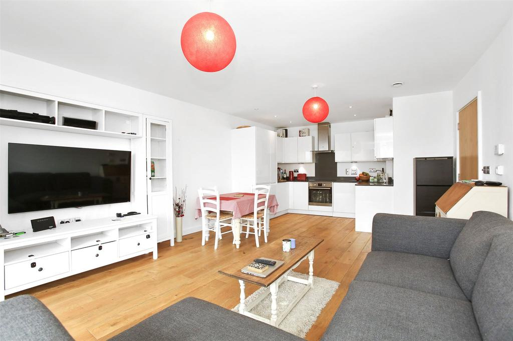 2 Bedrooms Flat for sale in Pelton Road, Greenwich, London, SE10