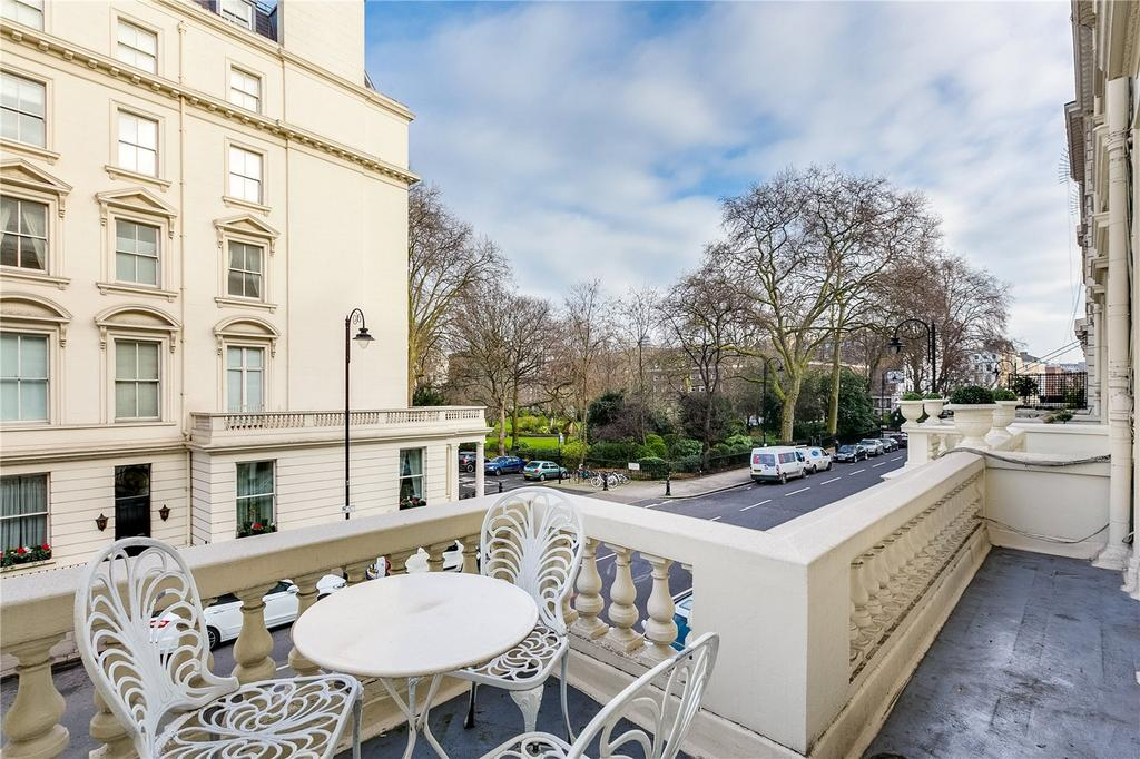 3 Bedrooms Flat for sale in Stanhope Gardens, South Kensington, London